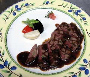牛フィレ肉のステーキにトリュフ